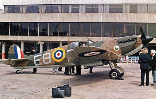 512px-P7350_Supermarine_Spitfire_Mk_IIa_Royal_Air_Force_BBMF_MAN_JUL88_(13532854073)