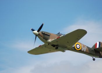 spitfire-flying-at-airshow